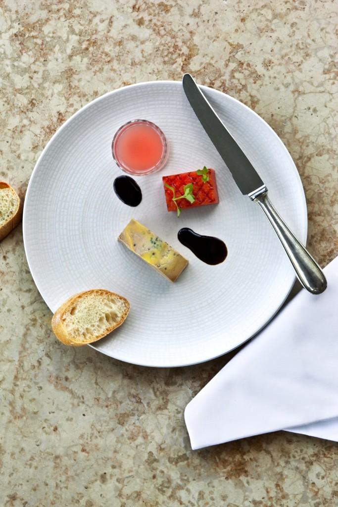 Foie gras, déclinaisons autour de la pastèque et de vieux vinaigre balsamique. Client : Château Camiac, à Créon Chef : Clément Guillemot. © Jacques Palut – Fotolia