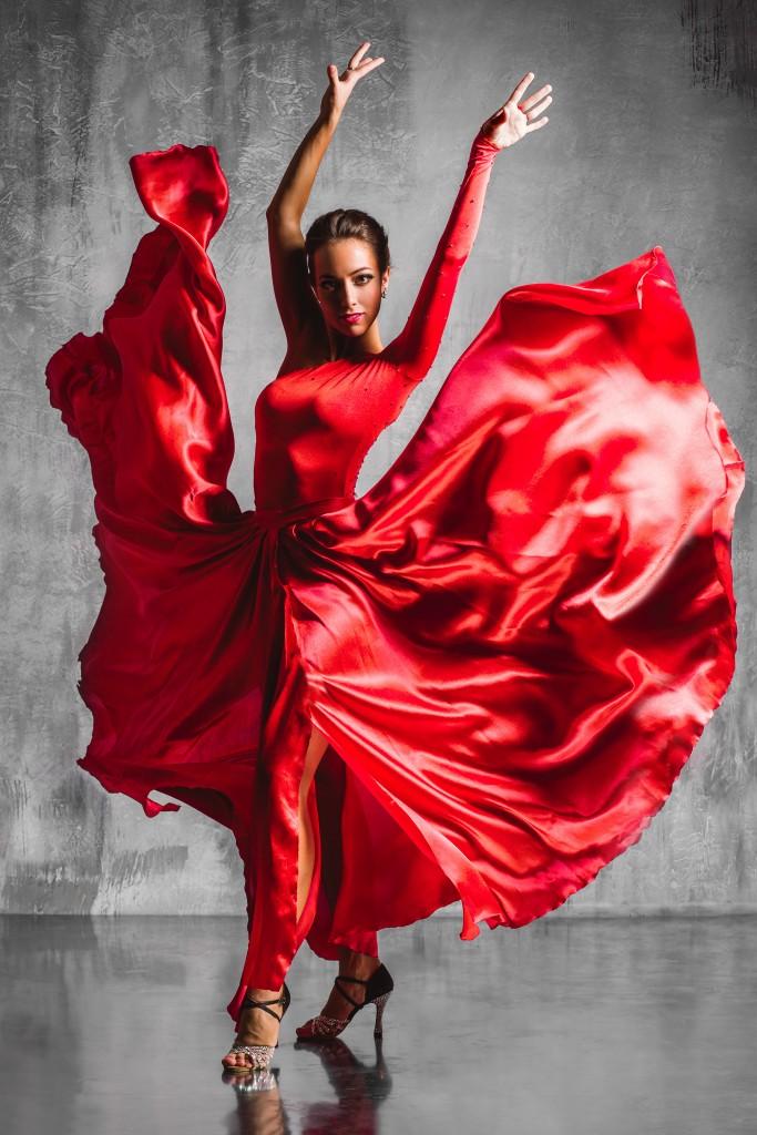 Danseuse de flamenco. Alexander travaille beaucoup sur la couleur et les contrastes pour mettre en valeur la silhouette de ses modèles. © Alexander Yakovlev – Fotolia