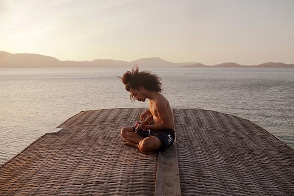 © Sonia Szóstak – Fotolia Ukulélé sur un bateau.