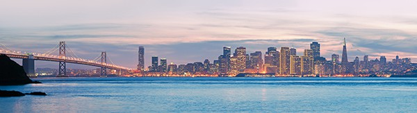 Panorama en haute résolution de la Skyline de San Fransisco et Bay Bridge. © sfmthd – Fotolia.com