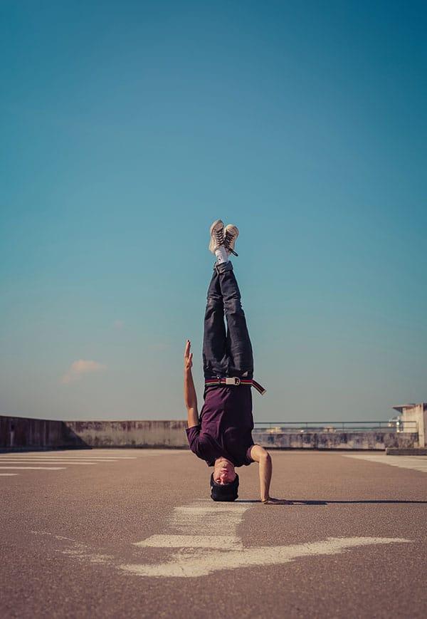 Cette photo fait partie de ma série sur le sport urbain. Une série primée médaille de bronze dans la catégorie Reportage du festival des professionnels de la photographie 2015. Je réalise cette série depuis mai 2014 au travers des rues de Paris et de la région parisienne. Canon EOS 5D Mark III – EF16 35mm f/2.8L II USM – 16mm 1/800s – f/3.5 – 100ISO